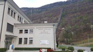 L'usine de Riddes/Ecône dans la vallée du Rhône reçevant les eaux du barrage de Mauvoisin