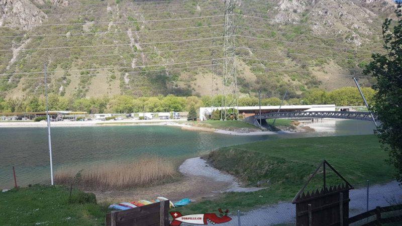 restoroute du Gd-St-Bernard avec le lac depuis Western City