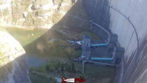 Le pied du barrage de Rossens