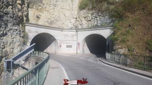 La partie Est du barrage de Rossens avec les routes vers Pont-la-Ville et Treyvaux.