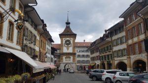 La tour de l'horloge dans la vieille ville de Morat
