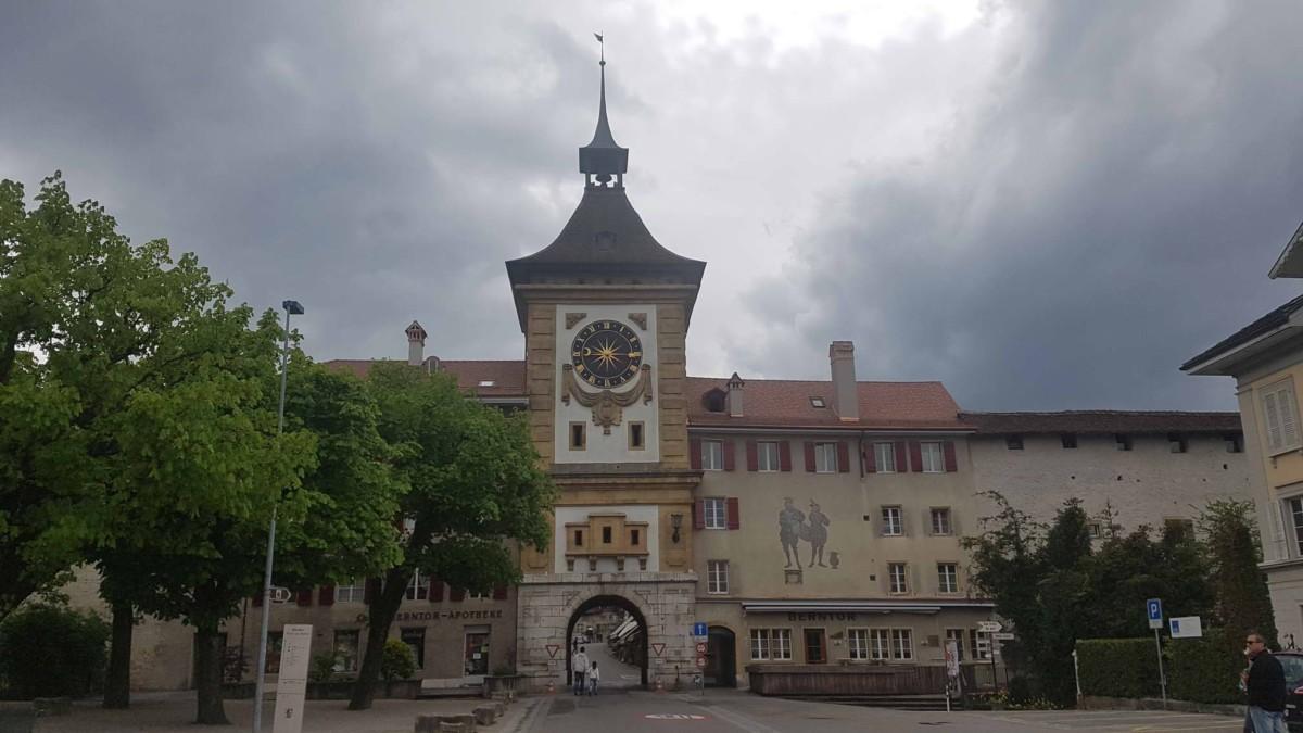 La tour de de l'Horloge détruite par les canons et reconstruite après la bataille de Morat