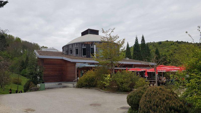 Le musée du bois de l'arboretum en face de la réception de l'arboretum d'Aubonne