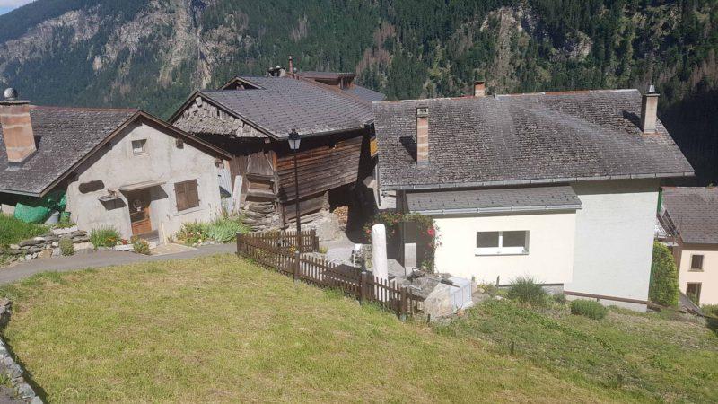 Le hameau du Bochatay sur le tour des gorges du Triège