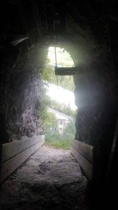 Le téléphérique qui servait à amener les tubes des pièces d'artillerie au fort cindey. Il est actuellement utilisé par le restaurent de la Grotte aux Fées grâce à sa station intermédiaire.