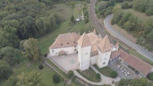 Le château de la Sarraz vue d'avion