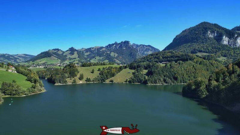 Le lac de la retenue.