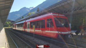 Le train reliant Vallorcine à Chamonix, l'électricité est apportée par un troisième rail au sol.