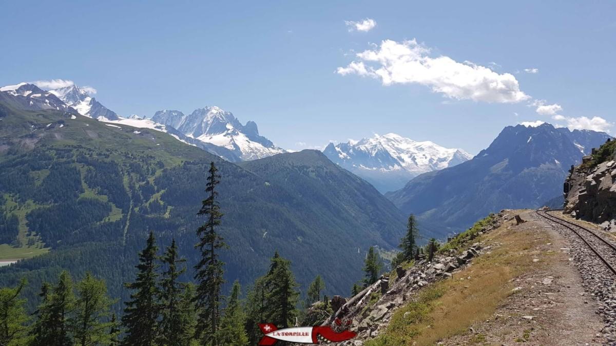 La vue sur le massif du Mont-Blanc depuis le petit train de verticalp