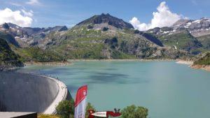 Le barrage d'emosson proche de la gare du Châtelard-Frontière du train mont-blanc express