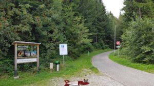 Le parking pour accéder à l'antenne du Mont-Gibloux.