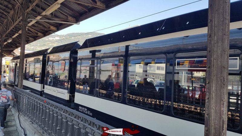 Le train vevey les pléiades en gare de Vevey.