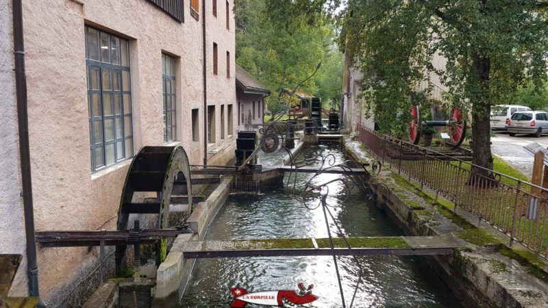 Le canal de dérivation de l'Orbe utilisé pour faire tourner des roues à aubes.