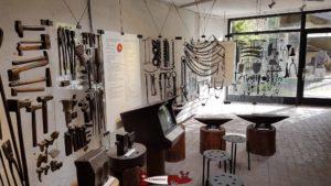 Exposition d'Outils en fer au musée du fer et du chemin de fer à Vallorbe