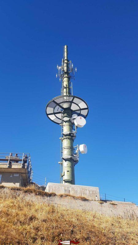 L'antenne de telecommunication au sommet des Rochers de Naye, tout proche de la gare d'arrivée du train des rochers de naye