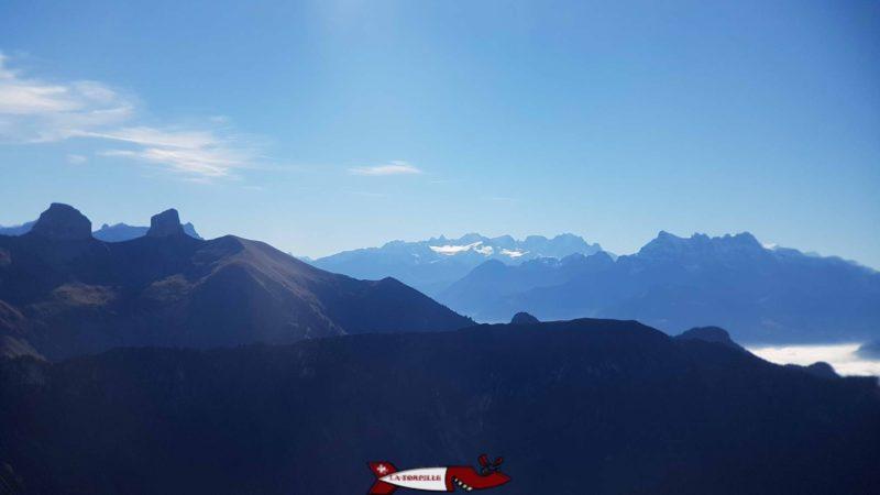 Les Dents du midi au fond de l'image depuis les Rochers de Naye. La barrage de Salanfe est juste derrières les Dents du Midi