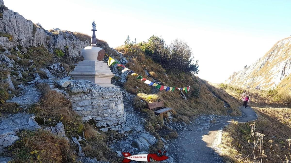 Un étonnant Stupa himalayen au sommet des Rochers de Naye au-dessus de montreux.