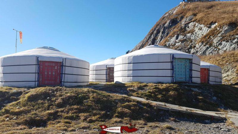 des yourtes mongoles proche de la gare d'arrivée du train des rochers de naye