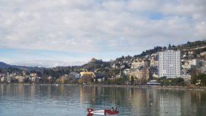 Le château du Châtelard depuis le bord du lac à Montreux