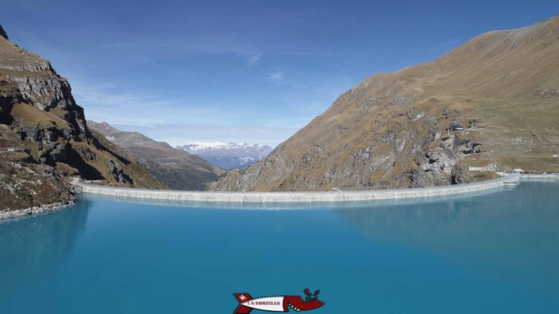 le barrage de moiry avec le lac de retenue
