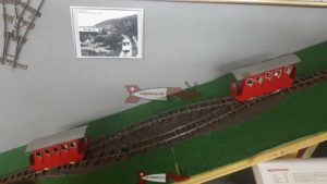la maquette du funiculaire Sierre-Crans-Montana en gare de Montana à la fondation suisse des trains miniatures