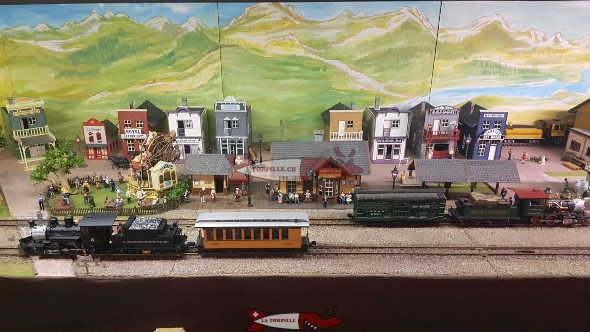 Des petits trains exposés à la fondations des trains miniatures.