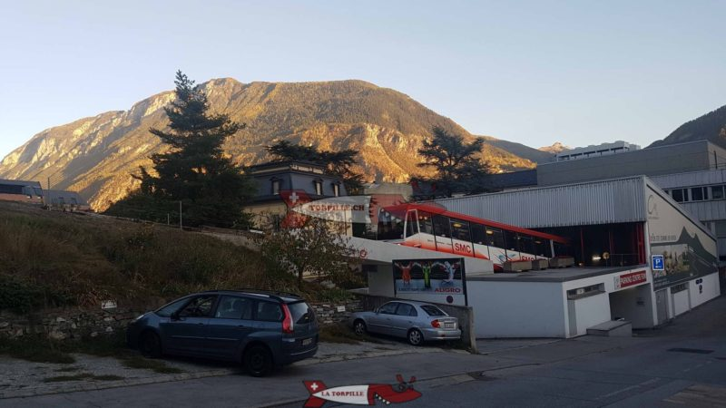 The Sierre-Montana-Crans funicular departing from the starting station in Sierre.