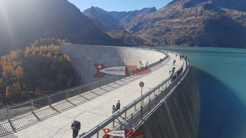Le couronnement du barrage d'Emosson