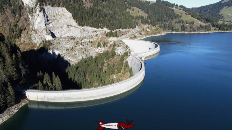 La double voûte du barrage de l'Hongrin vu de Drone