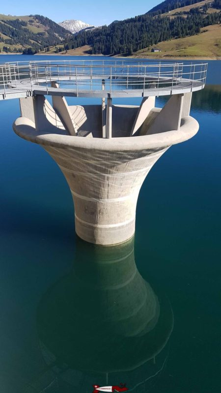 L'évacuateur de crue en forme de tulipe au barrage de l'hongrin