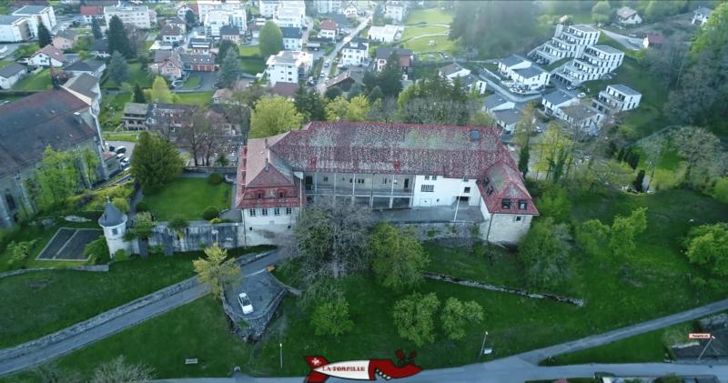 le châteu de châtel-saint-denis vu depuis un drone