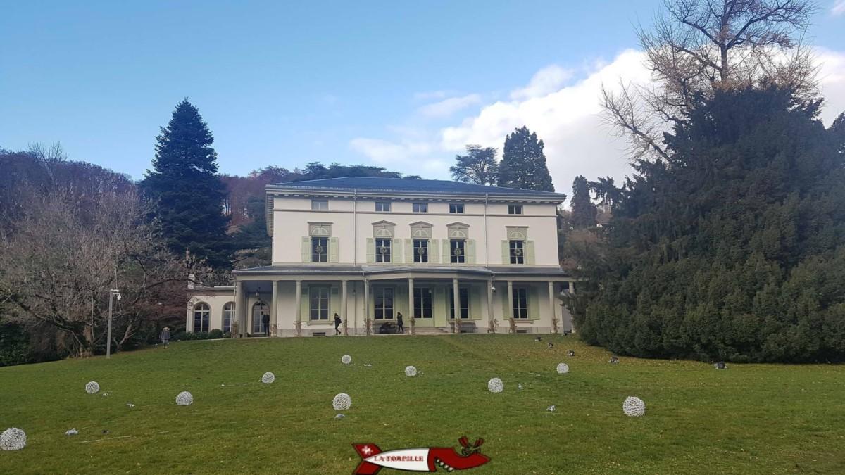 La maison de maître dans le parc qui héberge le musée Chaplin's World et dans laquelle vécut Charlie Chapline au milieu du 20e siècle.