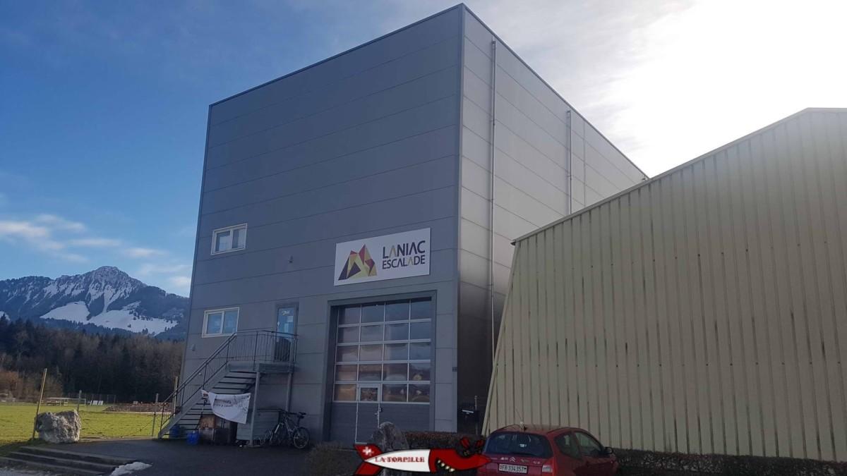 Le bâtiment de la salle de grimpe de Laniac.