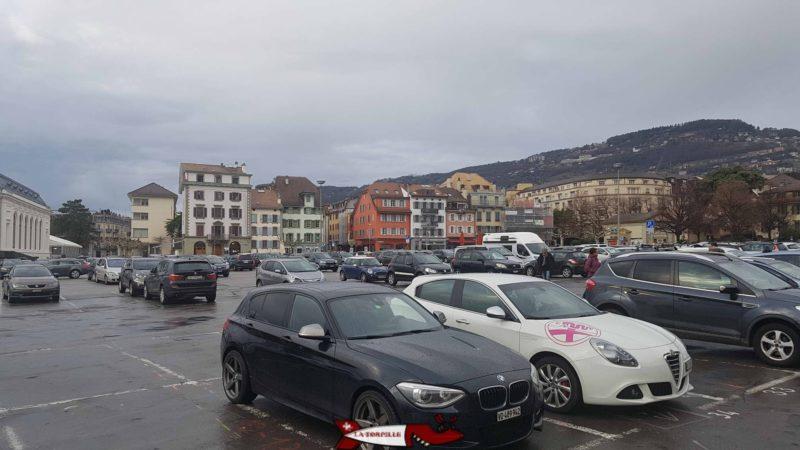 Le parking de la place du marché proche du Musée suisse de l'appareil photographique
