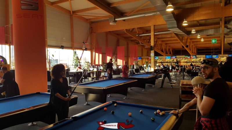 Les tables de billard du fun planet rennaz
