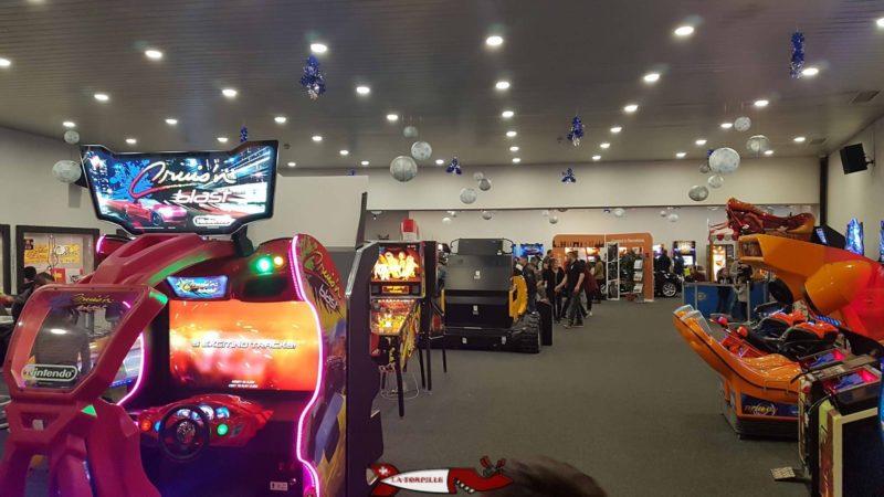 La salle du Rez de Fun Planet Rennaz avec les jeux vidéo.
