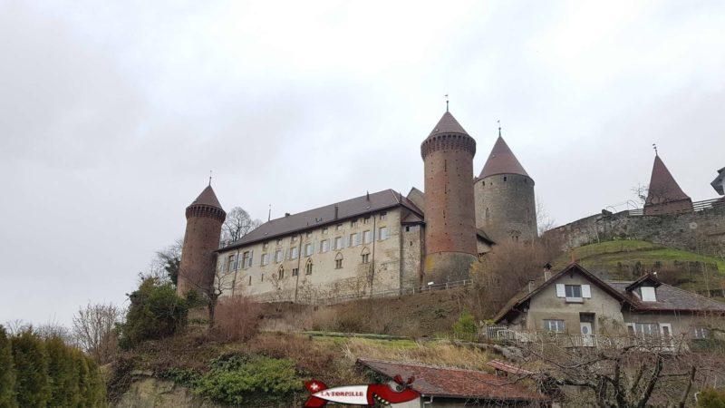 Le château de Chenaux en brique comme le château de Vufflens