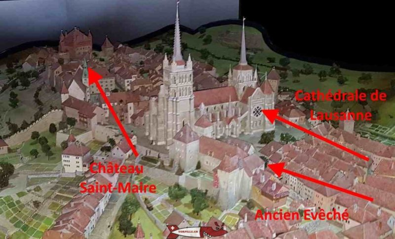 Une magnifique maquette de la Lausanne au moyen-âge entourée de remparts.