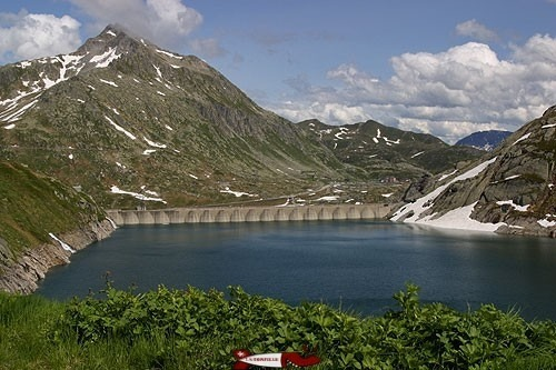 Lucendro Dam in Ticino - Hydroelectricity in French-speaking Switzerland