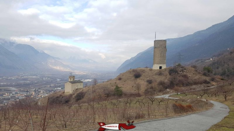 Le château de Saxon avec la vieille église