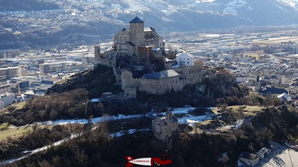 La basilique de Valère depuis le château de Tourbillon.