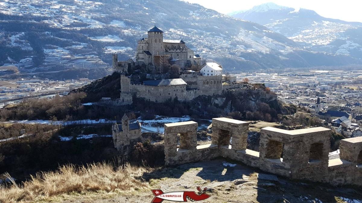 La basilique de Valère depuis le remparts du château de Tourbillon.