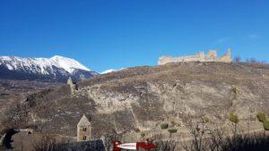 le château de Tourbillon depuis la colline de Valère.