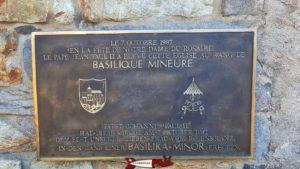 La plaque commémorative de l'élévation de l'église en basilique de valère