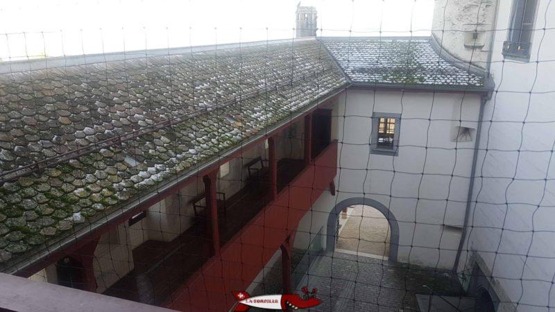 Passage sur la cour du château entre le deuxième et troisième étage du château de nyon