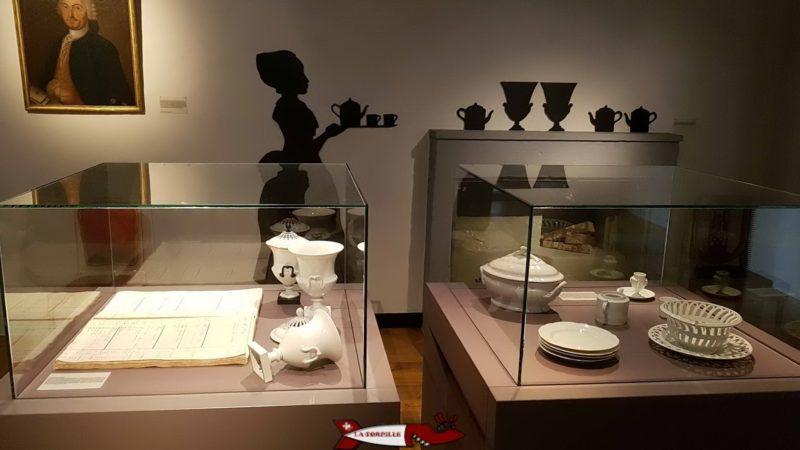 Le château de Nyon dont l'entrée se situe au sous-sol, abrite depuis 1888 le musée historique et de la porcelaine