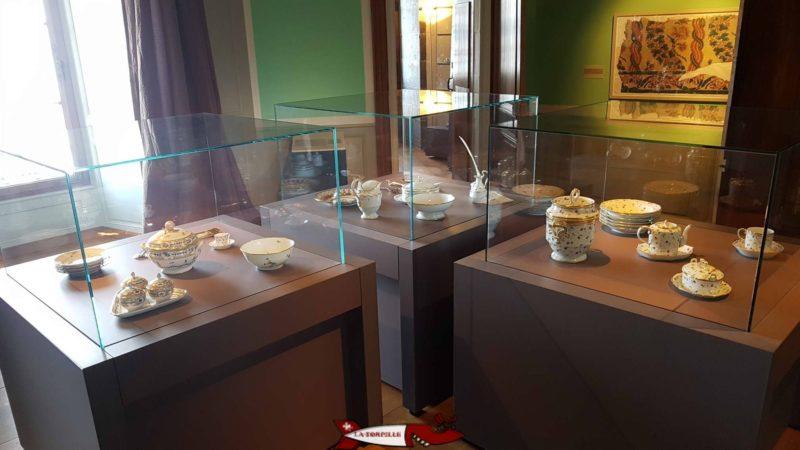 des porcelaines au premier étage du musée historique et des porcelaines de nyon