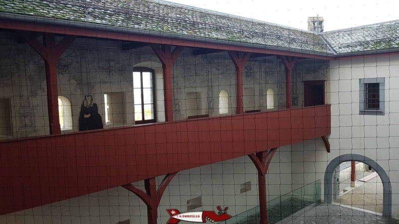 Passage sur la cour du château entre le premier et deuxième étage du château de nyon