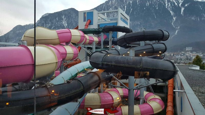 Les 6 grands toboggans d'aquparc villeneuve