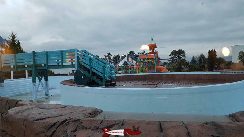 Le splashlagoon avec la partie extérieur de la rivière à aquaparc villeneuve
